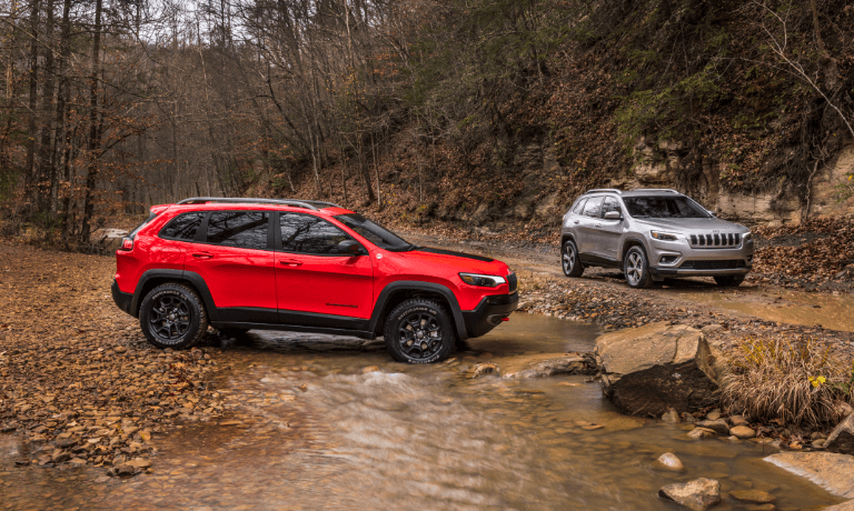 2021 Jeep Cherokees offroad in stream