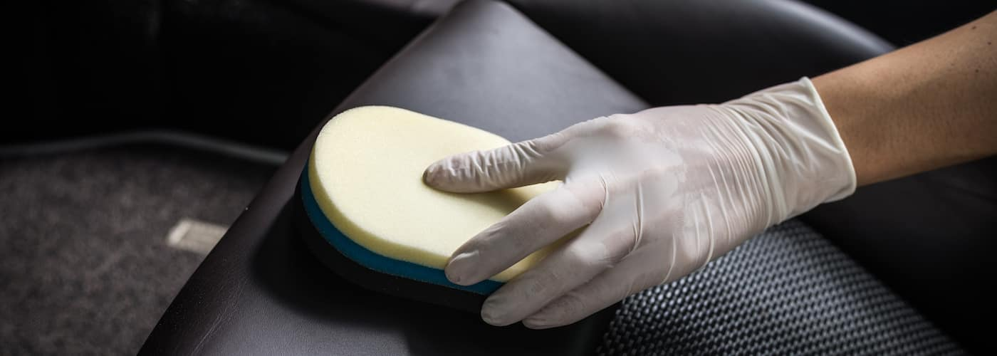 Sponge Cleaning Leather Seat