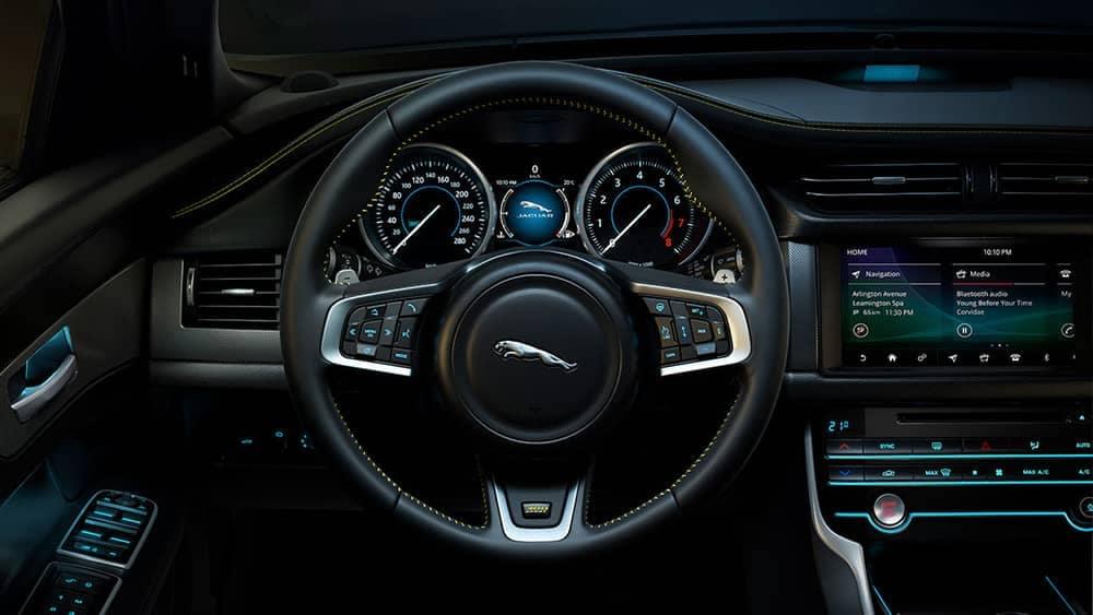 2019-jaguar-xf-interior