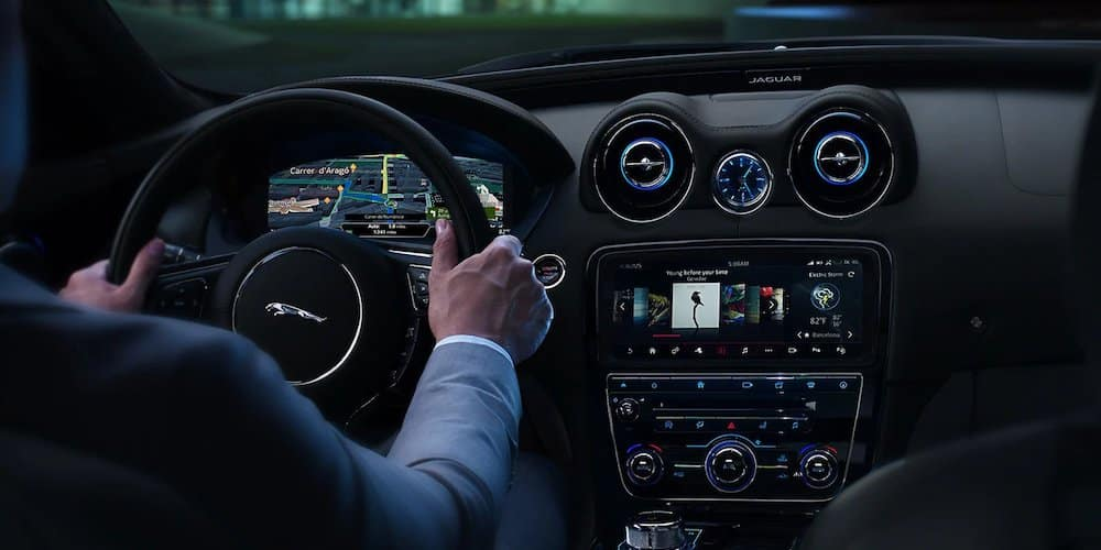 2019 xj front infotainment