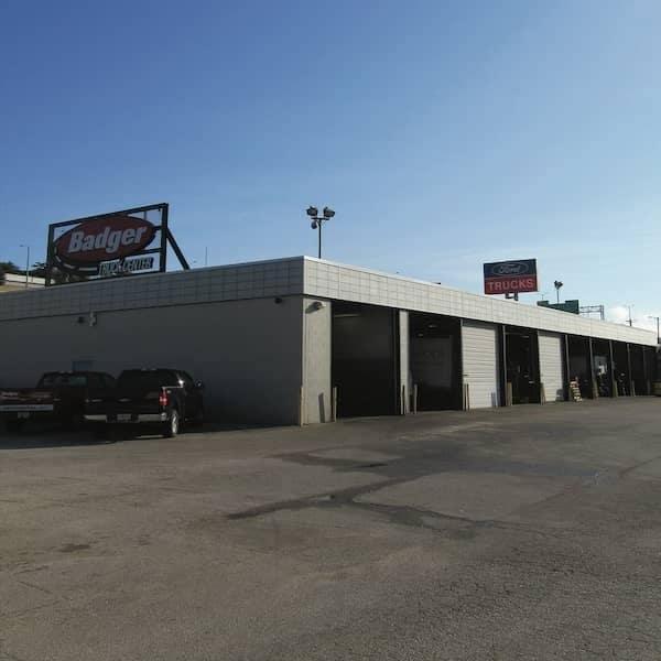 Auto service oil change car maintenance near milwaukee for Ford motors service center