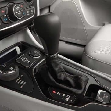 2019 Jeep Cherokee shifter knob and features