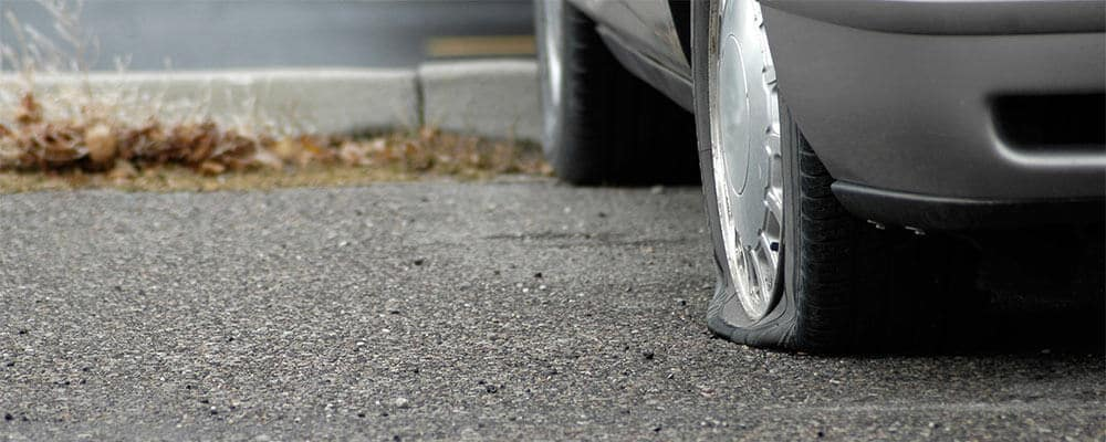 How to Change a Flat Tire, use the right tools and the right method