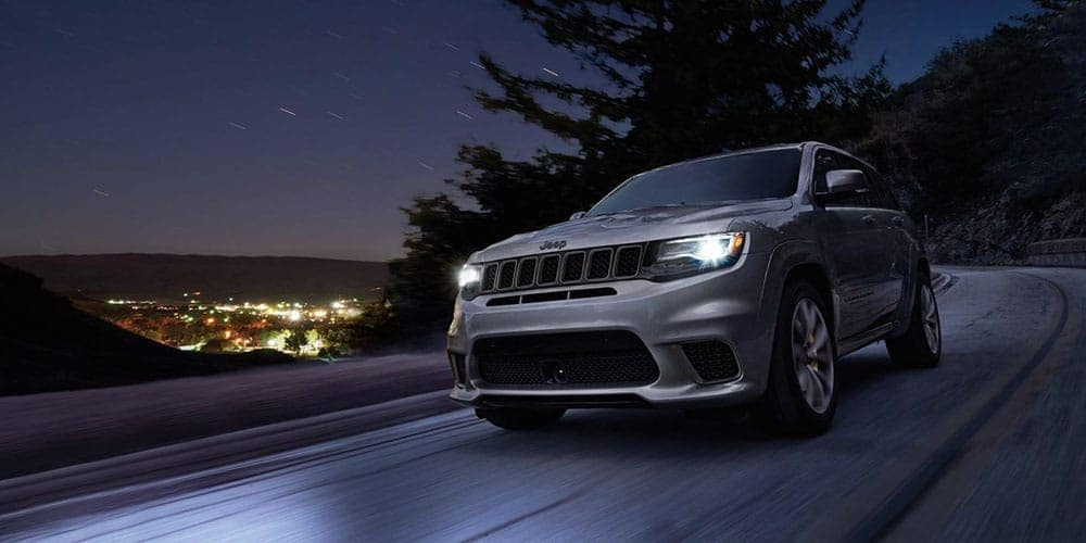 2018-Jeep-Grand-Cherokee-Exterior-at-Night