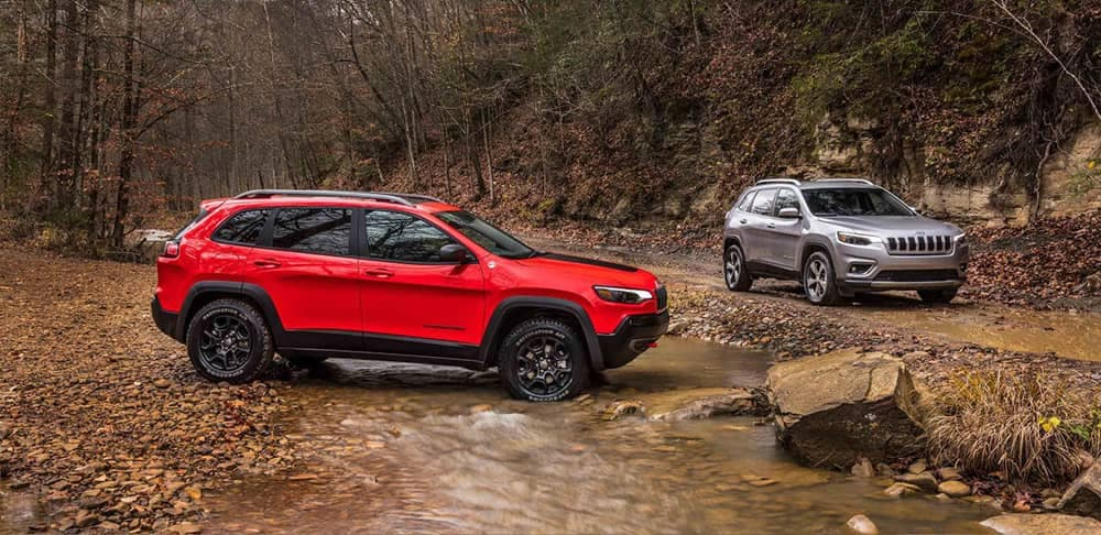 2019 Jeep Cherokee off-roading dirt trail
