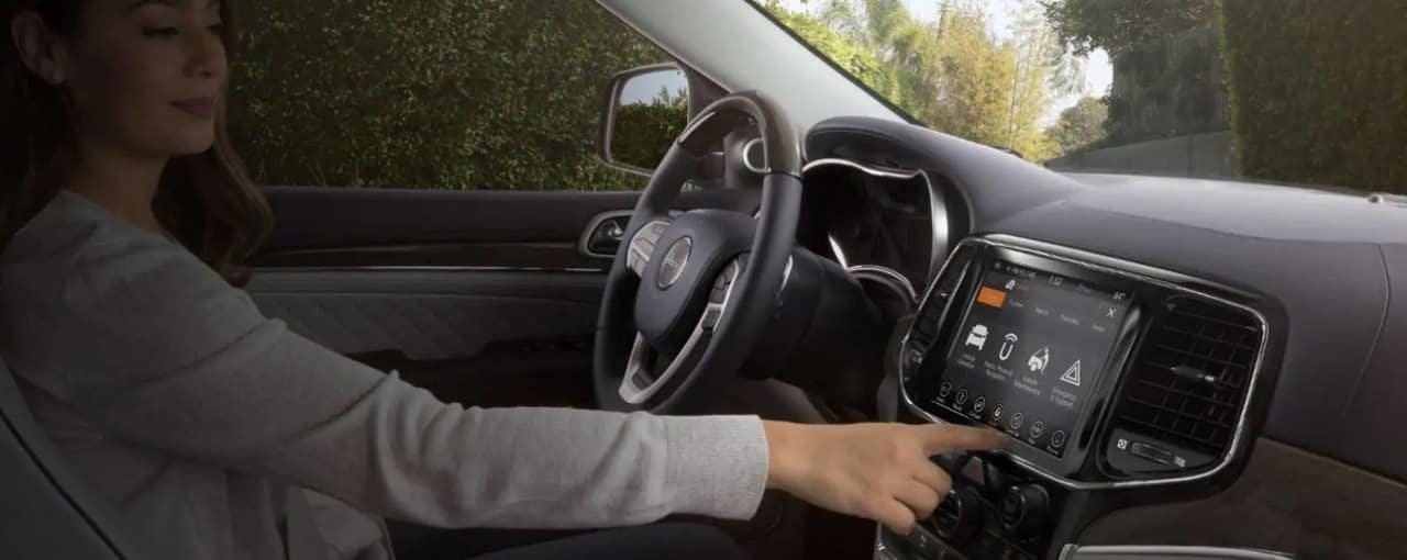woman uses UConnect in 2019 Jeep Grand Cherokee