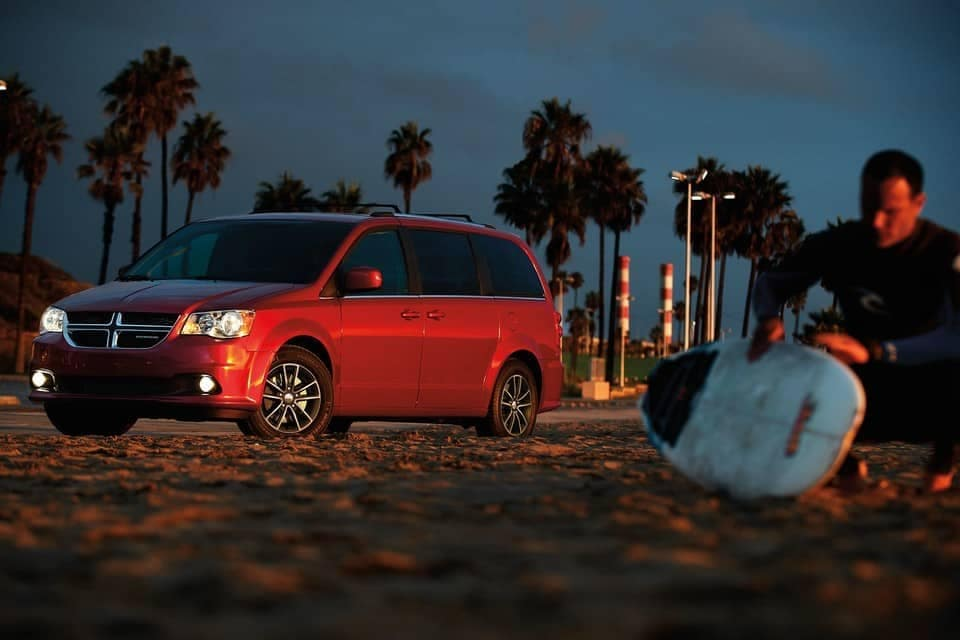 2019-Dodge-Grand-Caravan-Canada-at-beach