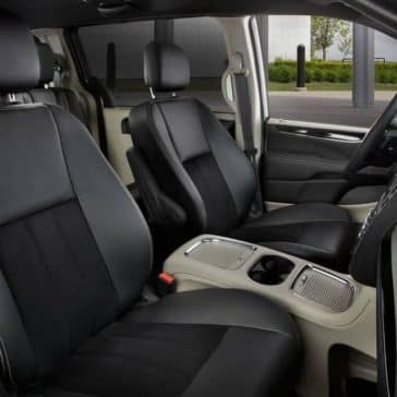 2019-Dodge-Grand-Caravan-Canada-driver-and-passenger-seats