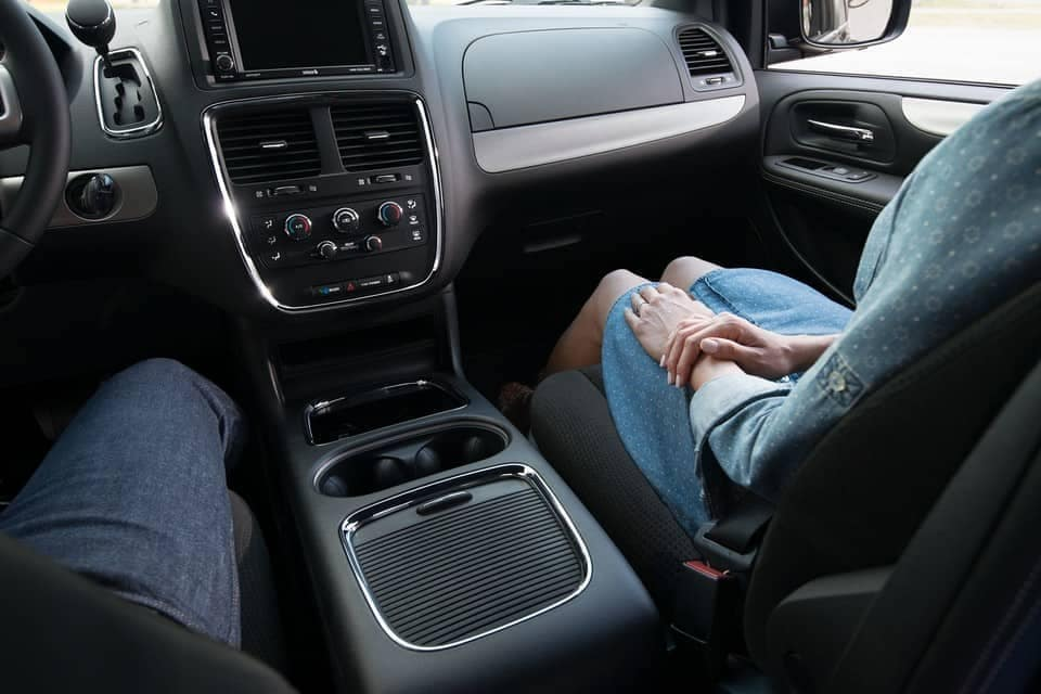 2019-Dodge-Grand-Caravan-Canada-front-interior-seating