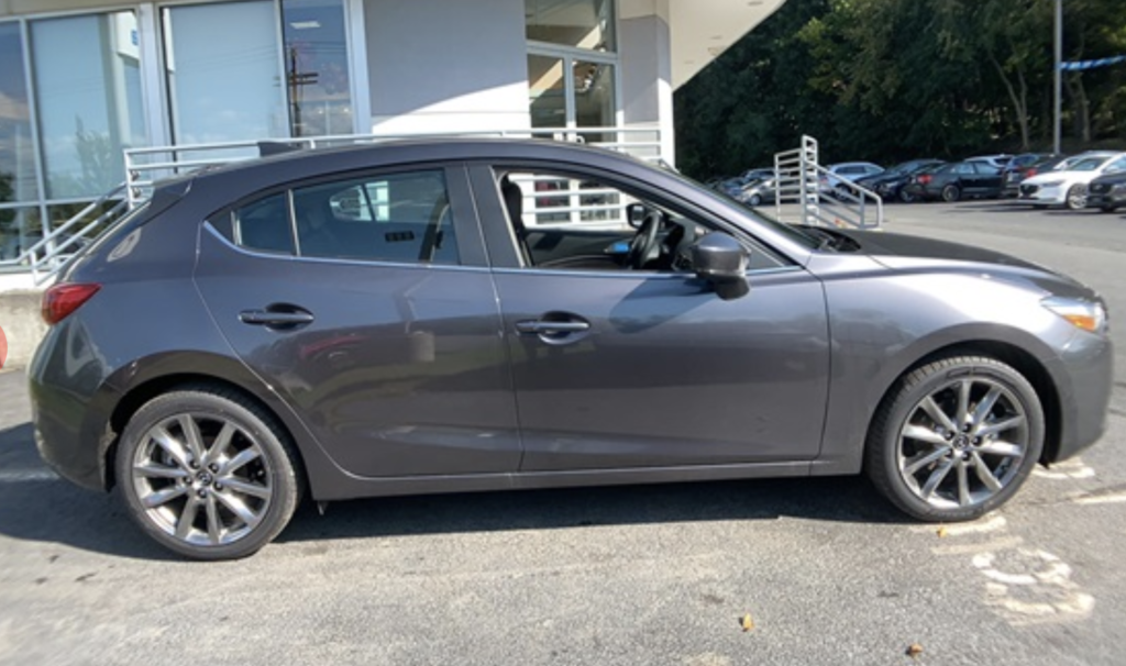 New 2018 Mazda3 Touring BOSE/MOONROOF/SAT PACKAGE FWD 4D Hatchback