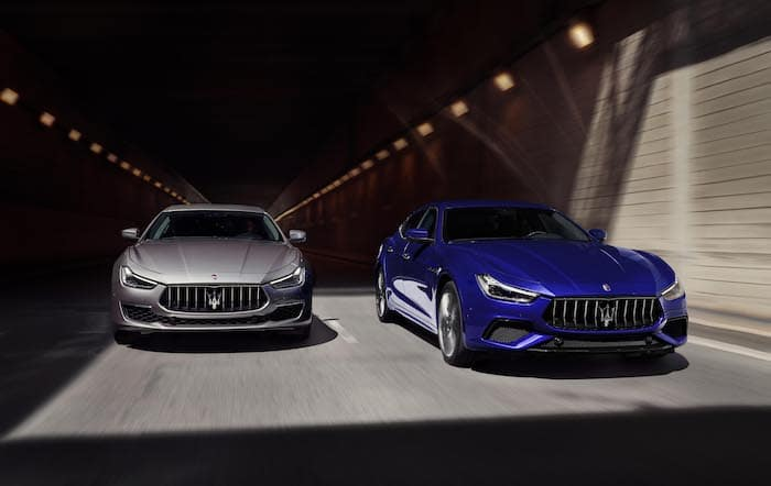 A 2020 Maserati Ghibli GranLusso and GranSport in motion emerging from a tunnel. / Une Maserati Ghibli GranLusso 2020 et une GranSport 2020 qui émergent d'un tunnel.
