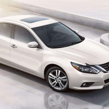 2018 Nissan Altima Sedan Side View Pearl White