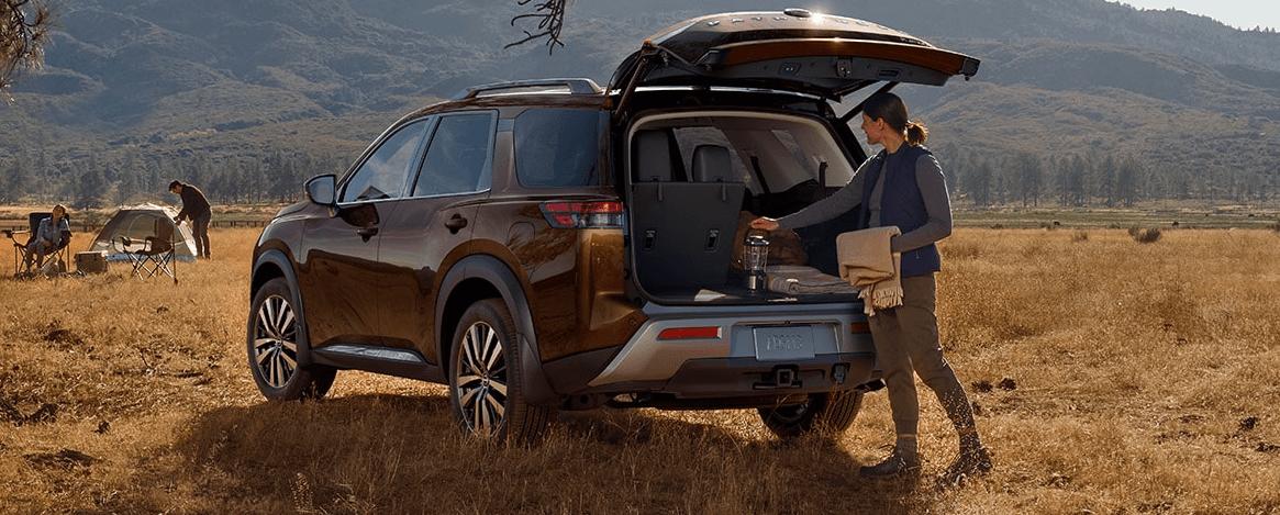 2022 Nissan Pathfinder Cargo Banner