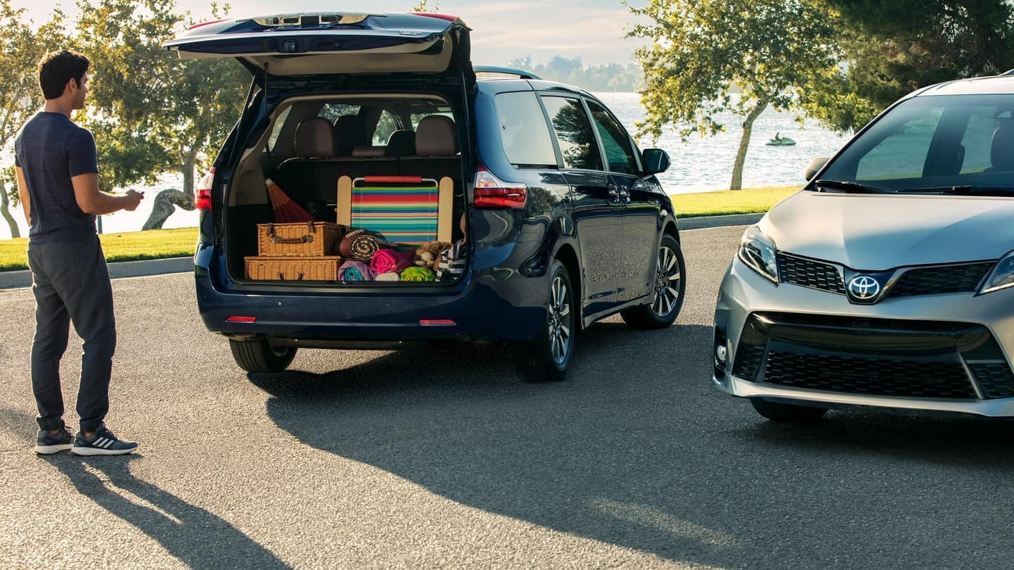 2018 Sienna with an open trunk