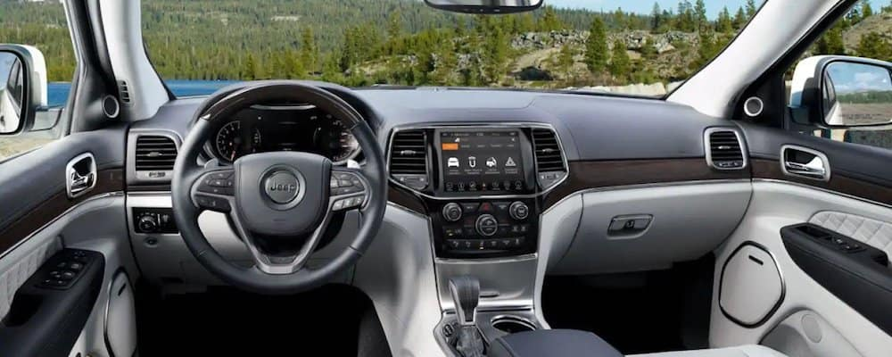 2019 grand cherokee front interior