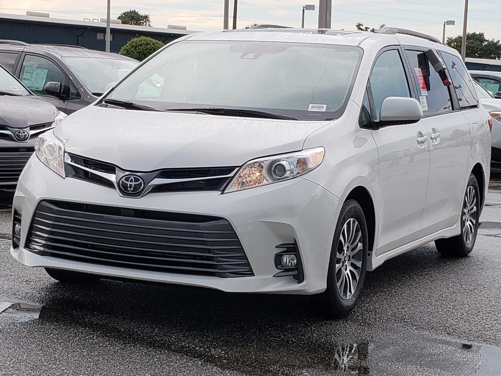 Check out the 2019 Orlando Toyota Sienna.